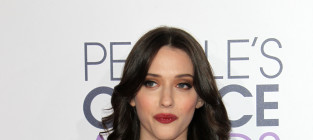 Kat dennings at the peoples choice awards