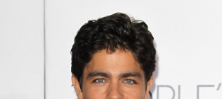 Adrian grenier at the peoples choice awards