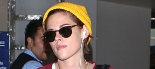 Kristen stewart at the airport
