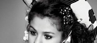 Selena gomez in v photo