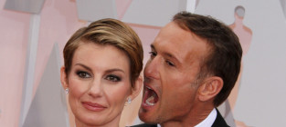 Tim mcgraw and faith hill ear bite