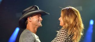 Faith hill and tim mcgraw perform at cmas 2014