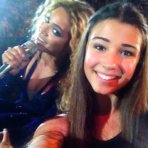 Beyonce Photobomb Selfie