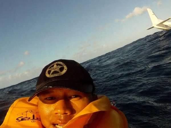 Ferdinand Puentes Shares Selfie from Water While Waiting for Rescue