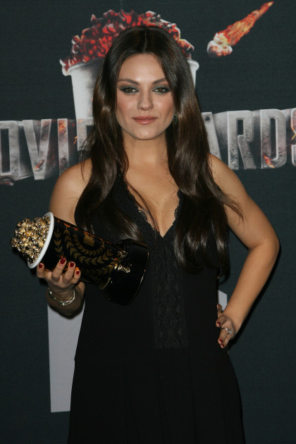 Mila Kunis: Pregnant at The MTV Movie Awards