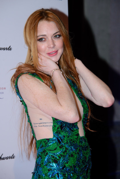 Lindsay Lohan Plays With Her Hair