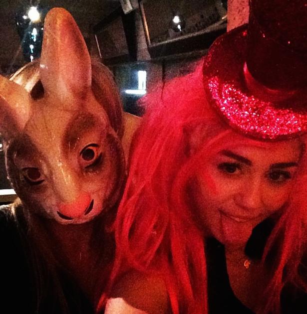 Cyrus Women in Masks