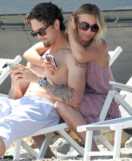 Kaley Cuoco and Ryan Sweeting Get Close