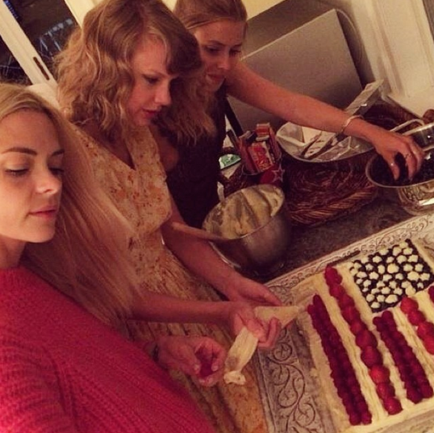 Taylor Swift, Jaime King and Amanda Griffith