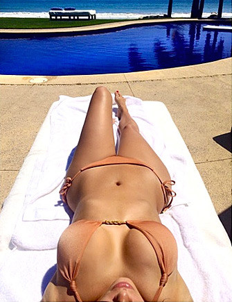 Kim Kardashian: Bikini and Boobs!
