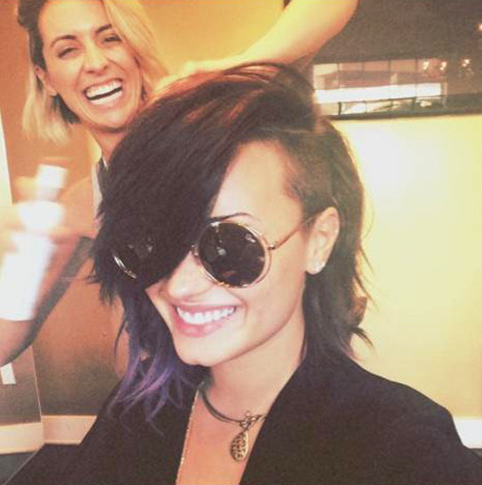 Demi Lovato Debuts Teal Hair Partially Shaved Head The Hollywood Gossip