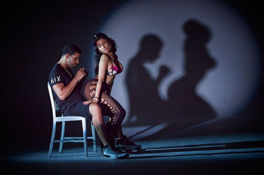 Nicki Minaj Teases Anaconda Video, Drake