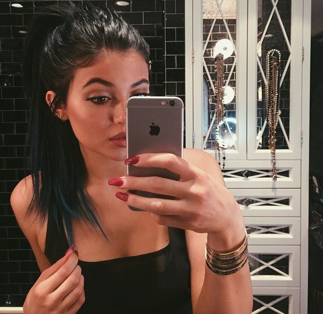 Kylie Jenner iPhone 6 Selfie