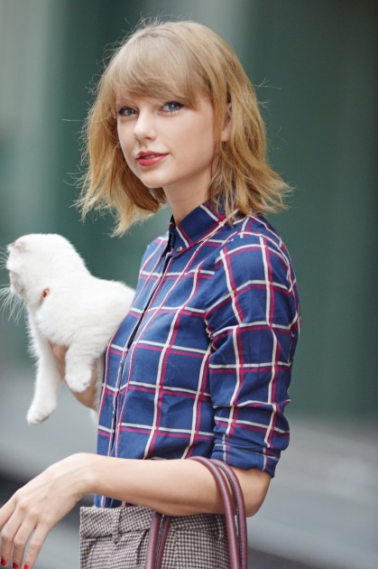 Taylor Swift With Her Kitty