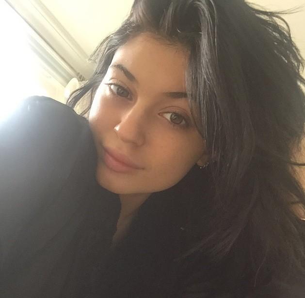Kylie Jenner: Bed Selfie