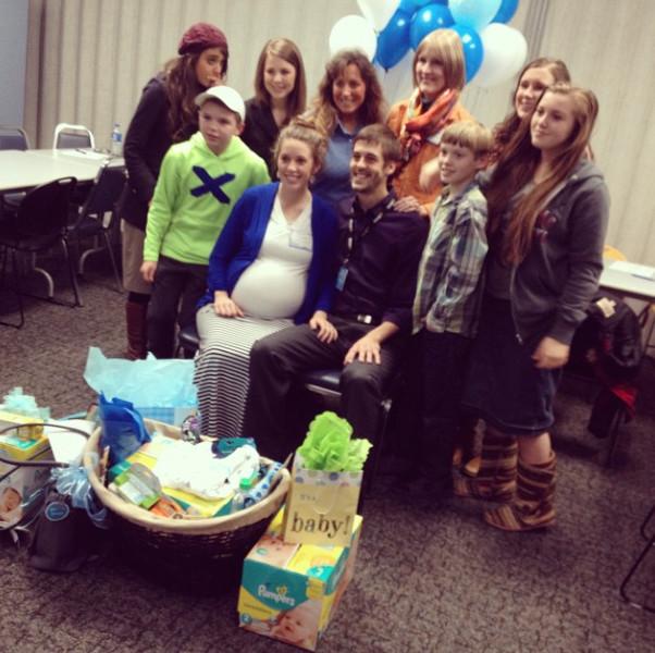 Jill Duggar Derick Dillard And Family At Walmart