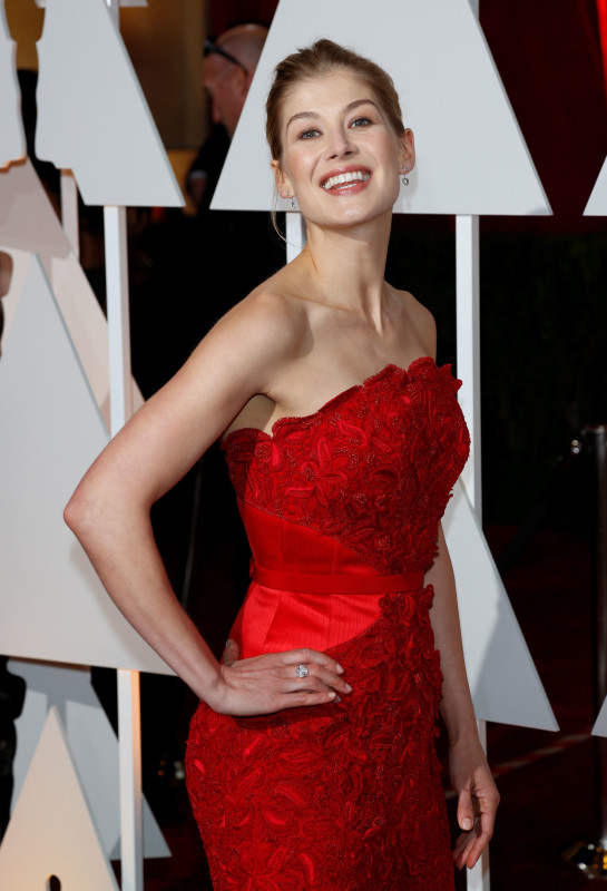 Rosamund Pike at the 2015 Oscars
