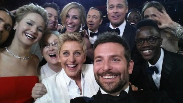 30 Super Celebrity Selfies
