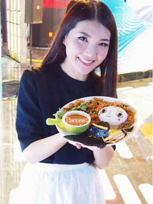 9 Delicious Reasons We Wish Samantha Lee Was Our Mother