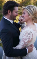 Brandon Blackstock Dances with Kelly Clarkson