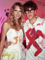 Taylor Swift, Swastika
