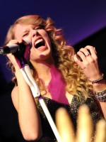 Taylor, Full of Emotion