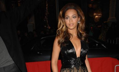 Beyonce Gets Wet, Talks About Jennifer Hudson Feud and More