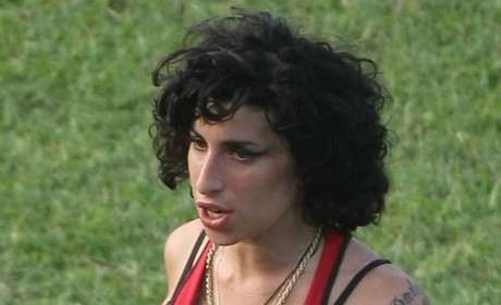 Amy Winehouse Cleavage Picture