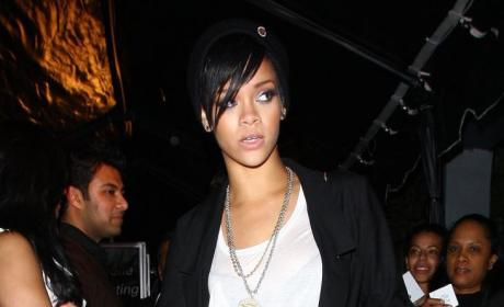 Rihanna Torn Over Helping Cops Investigate Chris Brown