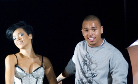 Chris Brown, Rihanna Kissing