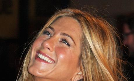 Jennifer Aniston Gets Flirty with Gerard Butler!