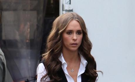 Jennifer Love Hewitt Wears Toga, Loves Ross McCall