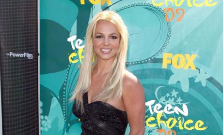 Teen Choice Awards Fashion Face-Off: Britney Spears vs. Hayden Panettiere