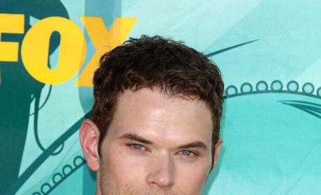 Who looks hotter: Kellan Lutz or Taylor Lautner?