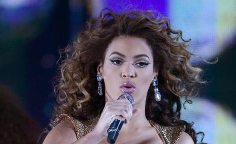 Beyonce Bands About Country for Back-Up Act