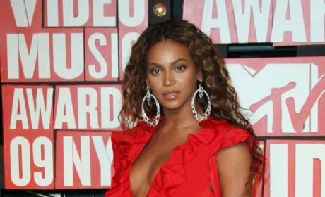 VMA Fashion Face-Off: Beyonce vs. Solange