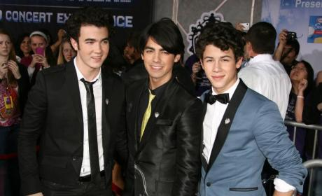 Kevin Jonas Selects Brothers as Best Men
