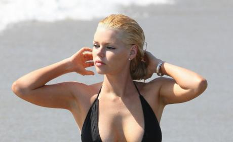 Sophie Monk Presents: The Ultimate Nipple Slip!