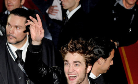 "Robert Pattinson and Kristen Stewart are ""100 Percent Together,"" Oprah Insider Reveals"