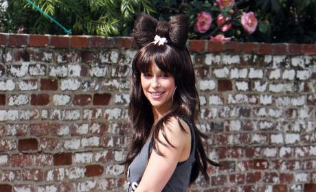 Jennifer Love Hewitt Celebrates Birthday, Pleads for Attention