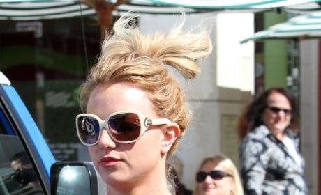 Britney Spears: No Bra, No Problem