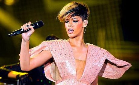 Rihanna Concert Fashion: Hot or Not?