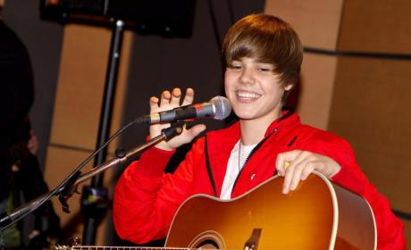 Should Justin Bieber Guest Star on Glee?