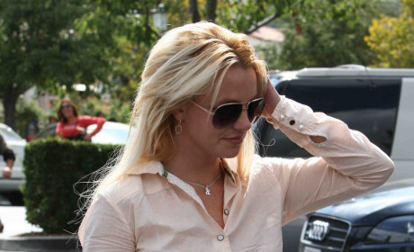 Clothed Britney Spears Moves Into New House
