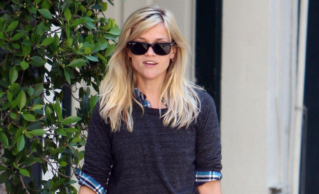 "Reese Witherspoon Finds Robert Pattinson ""Very Handsome"""