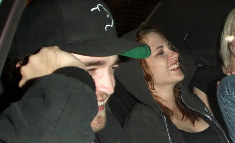 """Witnesses Describe Robert Pattinson and Kristen Stewart as """"A Couple in Love"""""""