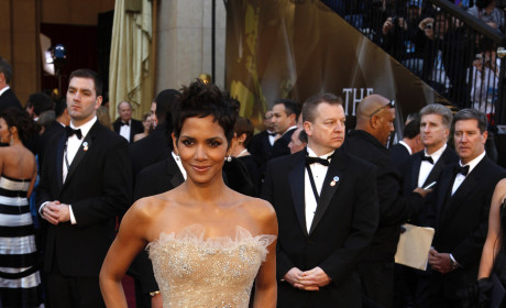 Academy Awards Fashion Face-Off: Halle Berry vs. Natalie Portman