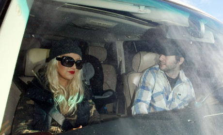 Witness: Christina Aguilera Still Getting Her Drink On!