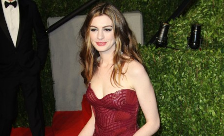 Anne Hathaway Gives a Blow Job to Raffaello Follieri