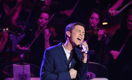 Scotty McCreery Performs